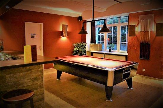 Singer109 Backpacker Apartment Hostel Bar Pool Table