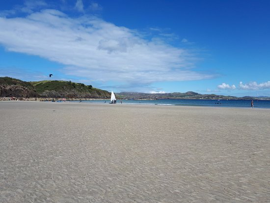 Portnablagh, Ireland: Beach beside hotel