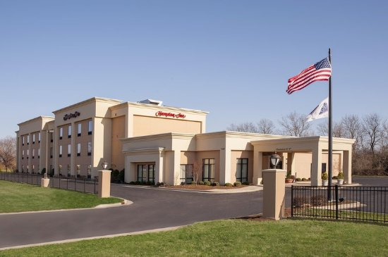 Jacksonville, IL: Hotel Exterior