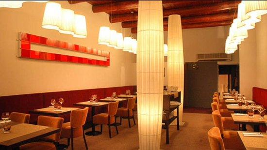La Table du Fort -Restaurant Marseille Vieux Port: salle principale 35 couverts cadre moderne et cosy
