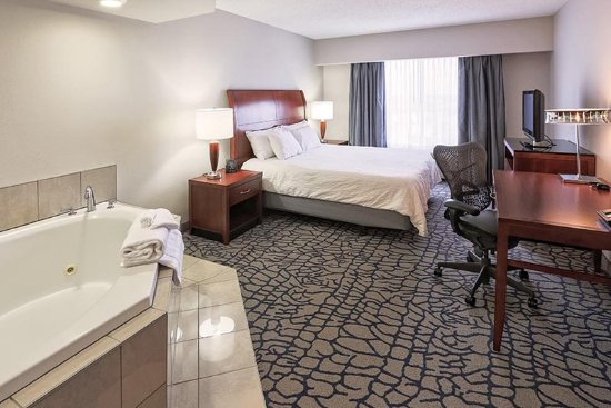 Hilton Garden Inn Louisville Northeast: King Whirlpool