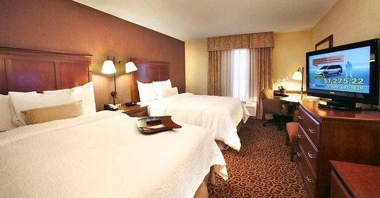 Enfield, CT: Double Queen Room