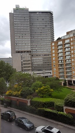 Millennium Gloucester Hotel London Kensington: Вид на соседний отель(и)