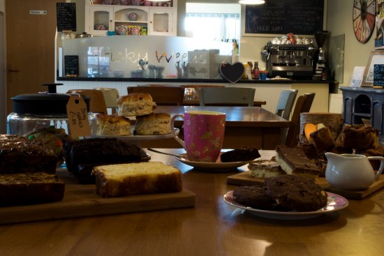 Longton, UK: More cakes than London has hipsters!