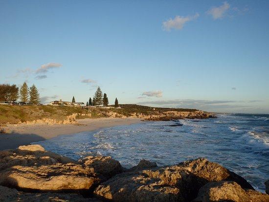 Burns Beach, Australien: 同じく海岸を眺めて