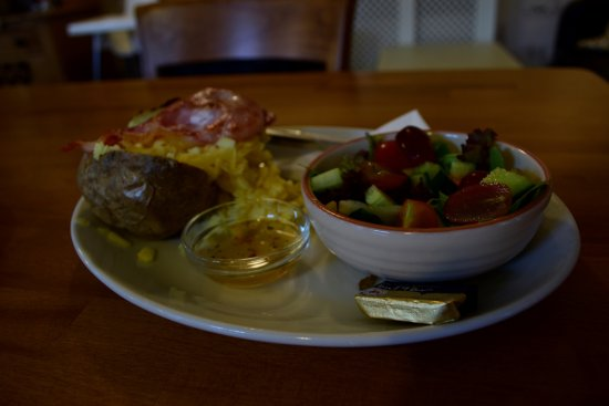 Longton, UK: Jacket Potato and side salad