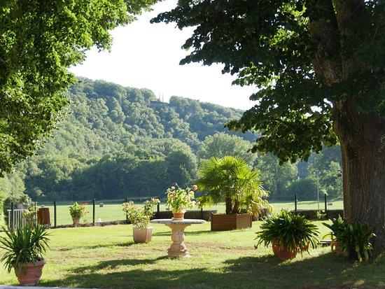 Condat-sur-Vezere, France: Blick Richtung POOL und TENNISPLÄTZE