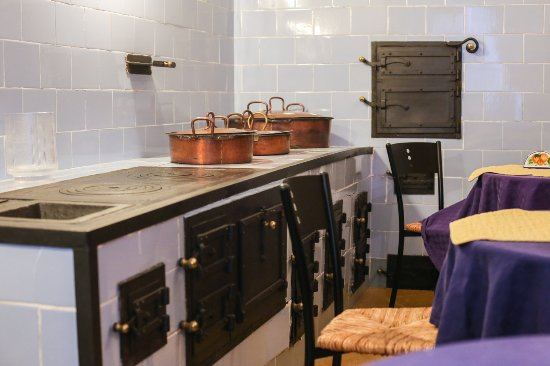 Sala colazione in una antica cucina siciliana na slici for Cucina siciliana