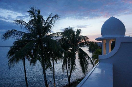Eastern & Oriental Hotel: ベランダからの朝の眺め