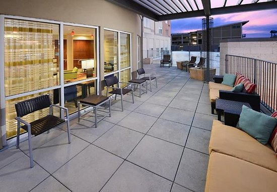Pearland, TX: Outdoor Terrace