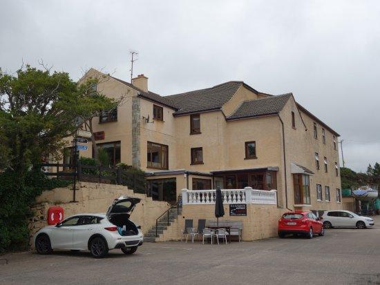 Bunbeg House : Harbour parking