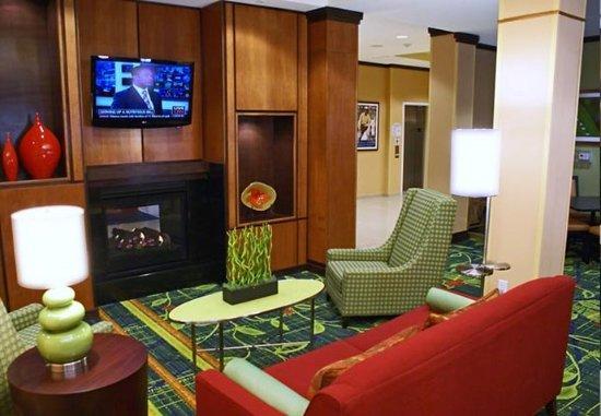 Kingsburg, CA: Lobby Sitting Area
