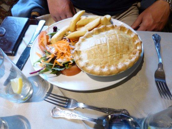 Crickhowell, UK: chicken and leek pie