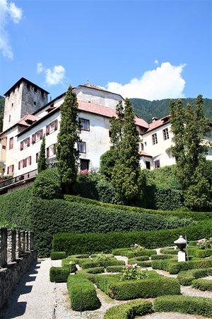 Cermes, Italy: Burg Lebenberg oberhalb von Tscherms und in der Nähe des Marlinger Waalweg.