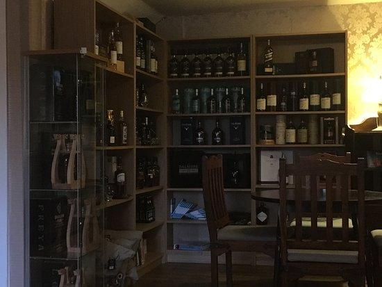 Taynuilt, UK: Cave à whisky
