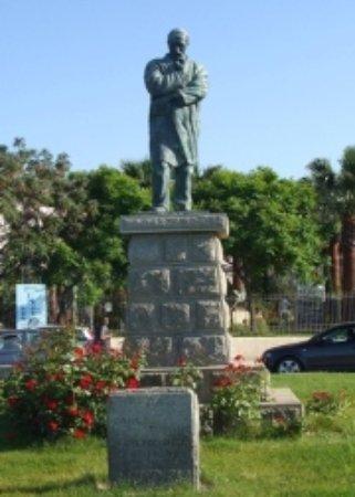 Crotone, Italia: Monumento a Carlo Turano