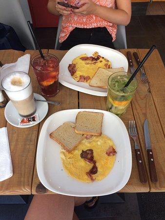 SE7EN Café & Bar