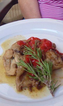San Polo d'Enza, Italie : Coniglio Peperoni e Olive Gustoso