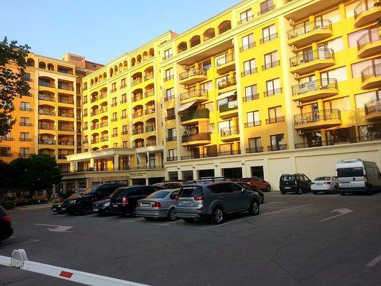 Paradise Green Park Hotel & Apartments Photo