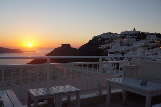 Reverie Santorini Hotel: View from rooftop