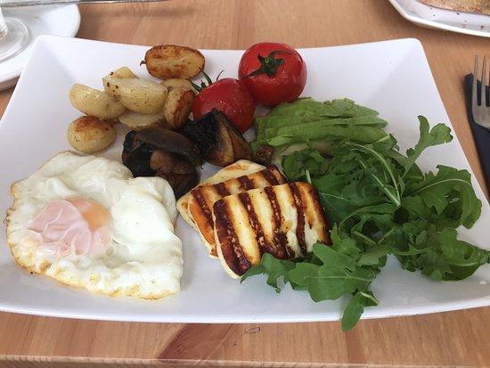 Sturminster Newton, UK: Small Veggie Halloumi potatoe fried egg mushrooms & tomato