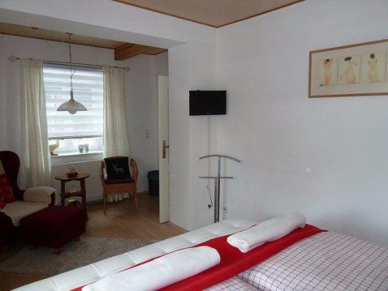 Geräumige Schlafzimmer mit Komfortbetten - Bild von Rebstöckle ...