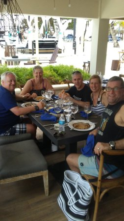 Diner entre amis be live canoa section adultes foto de for Diner entre amis