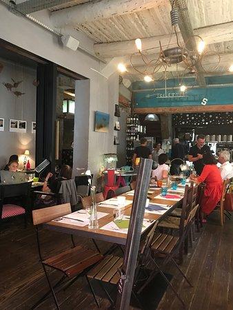 Restaurant drole d 39 endroit dans aix en provence avec for Restaurant avec piscine aix en provence