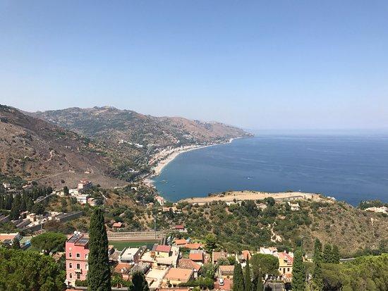 Vista sul mare verso messina e la calabria picture of ancient theatre of taormina taormina - La finestra sul mare taormina ...