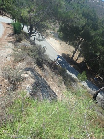 Island Ikaria Activity Tours: Steep downhill!