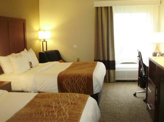 Comfort Inn: 2 Queen Bed Guestrooms