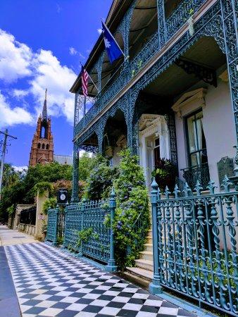 John Rutledge House Inn: Facade of hotel