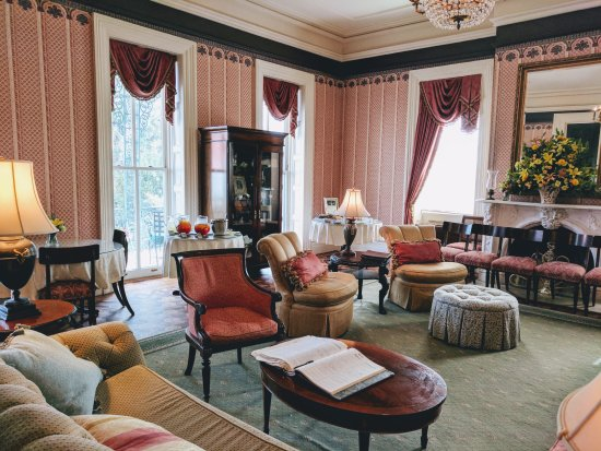 John Rutledge House Inn: Banquet room where afternoon tea is served