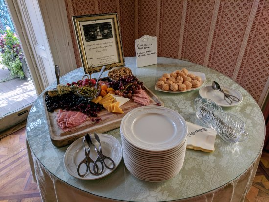 John Rutledge House Inn: Tea time snacks