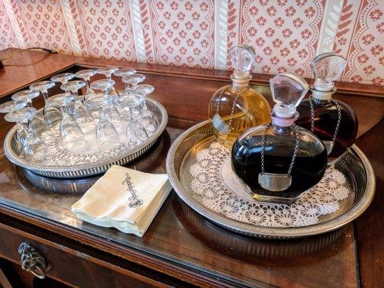 John Rutledge House Inn: Sherry and port available around the clock