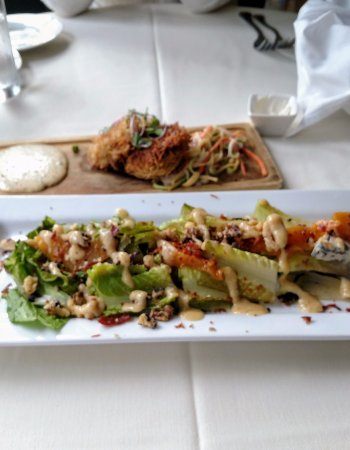Fryeburg, Μέιν: Maine crab cakes and grilled romaine
