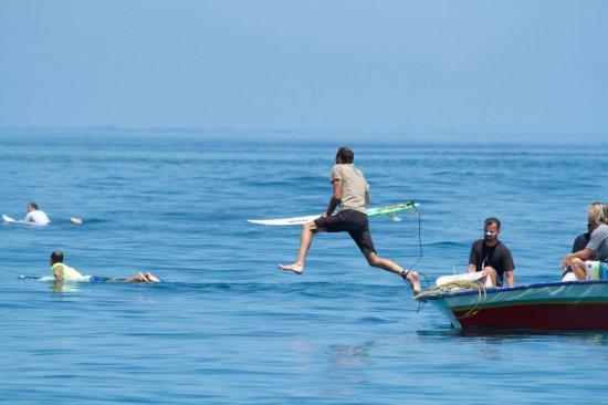 Thulusdhoo Island: Season surfing in Thulusdhoo