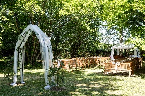 Leoville, France : Chambre d'hôte et gîte en Charente-Maritime avec piscine et spa