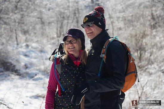 Baraboo, วิสคอนซิน: Snowshoe tours create warm smiles!