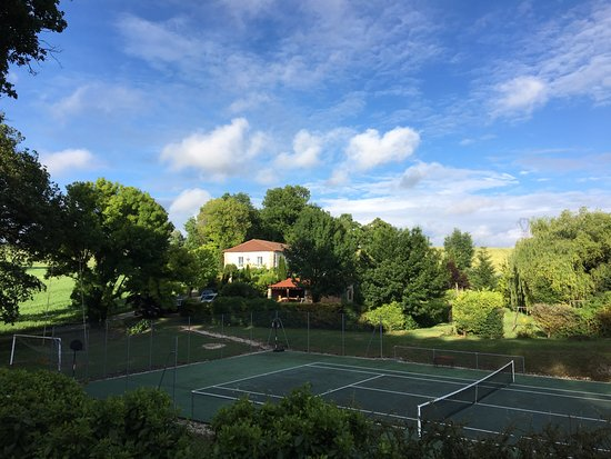 Le Petit Roc: A view of the house from the petanque court, over the tennis court
