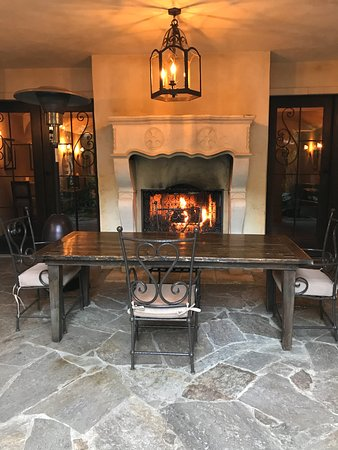 Kenwood Inn and Spa: We had breakfast by the fire each morning.