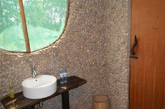 Ishasha-Ntungwe River Camp: Bathroom