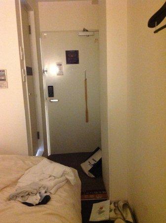 Super Hotel Asahikawa: 家族連れでの使用は狭い通り越えて殺意さえ覚える。シングルルームなら何の問題も無いのに。