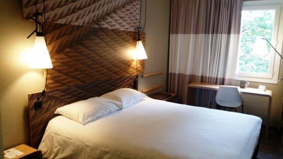 Cointrin, Switzerland: Chambre sur l'arrière