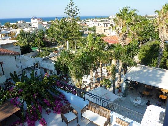 Apartments Minoa: Uitzicht op terras/ bar
