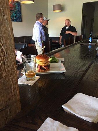 Bridgeport, Batı Virjinya: Look at that Burger!!!