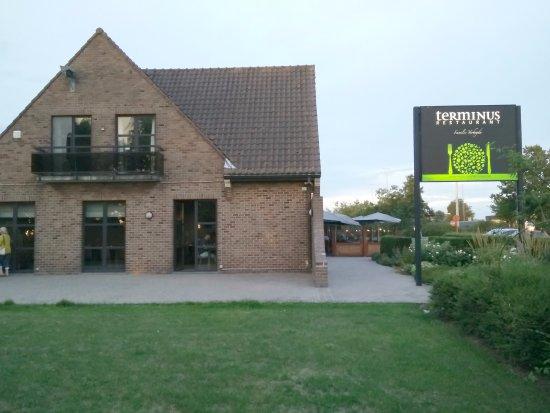 Watou, Belgien: playground next to the restaurant