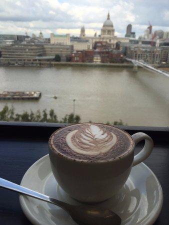 Tate Modern Cafe: St.Paulを眺めながらお茶ができます。