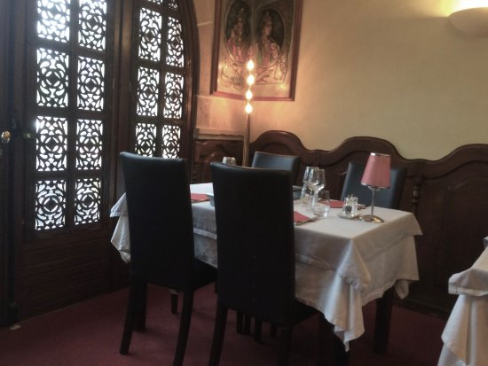 Saint-Genis-Pouilly, France: Restaurant interior