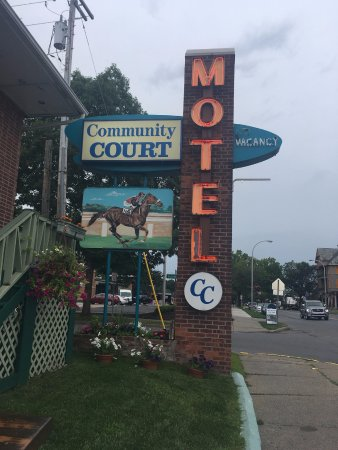 Saratoga Community Court Motel Photo